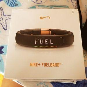 Women s Nike Fuelband on Poshmark af9cf5ec99